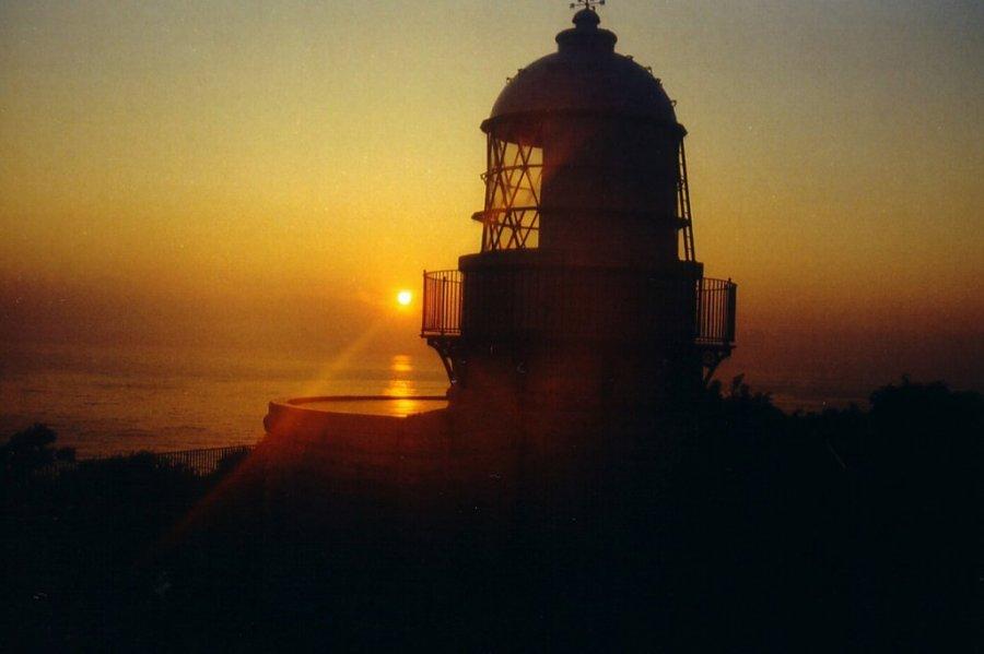 禄剛埼灯台と朝日
