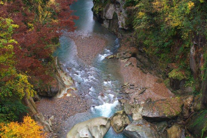 手取峡谷|石川の観光スポットを...